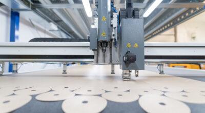 Zobacz jak powstają przekładki PTFE do produkcji tarcz szlifierskich